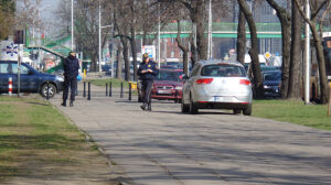 Jedni wzywają straż miejską. Inni pytają: gdzie mamy parkować?