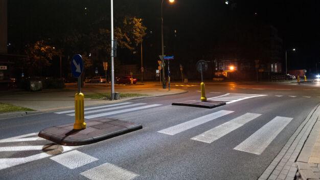 Rozświetlają przejścia dla pieszych. 300 do końca roku