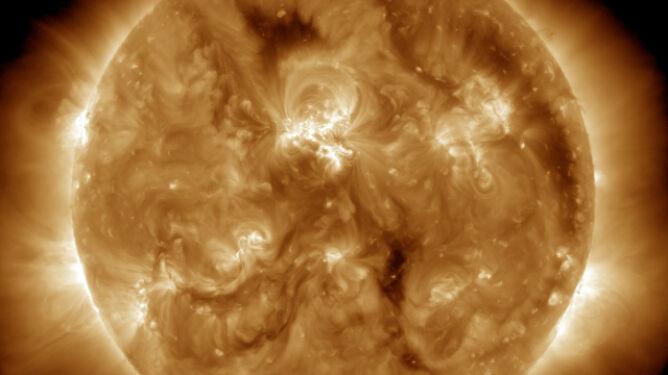 Słońce wyrzuciło chmurę plazmy. Najmocniej uderzy w Marsa